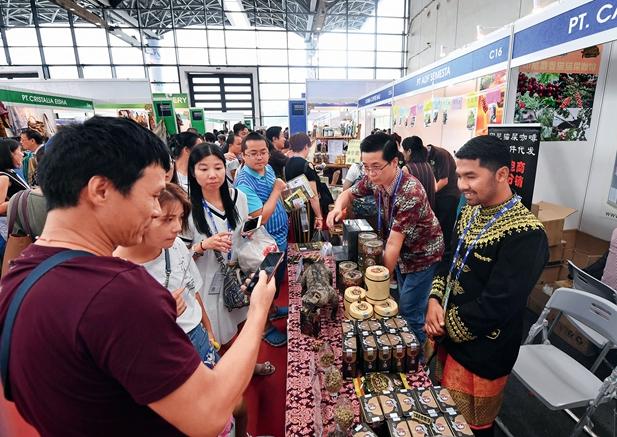 <br>Un stand en la XIV Exposición China-ANSEA atrae a muchos visitantes.