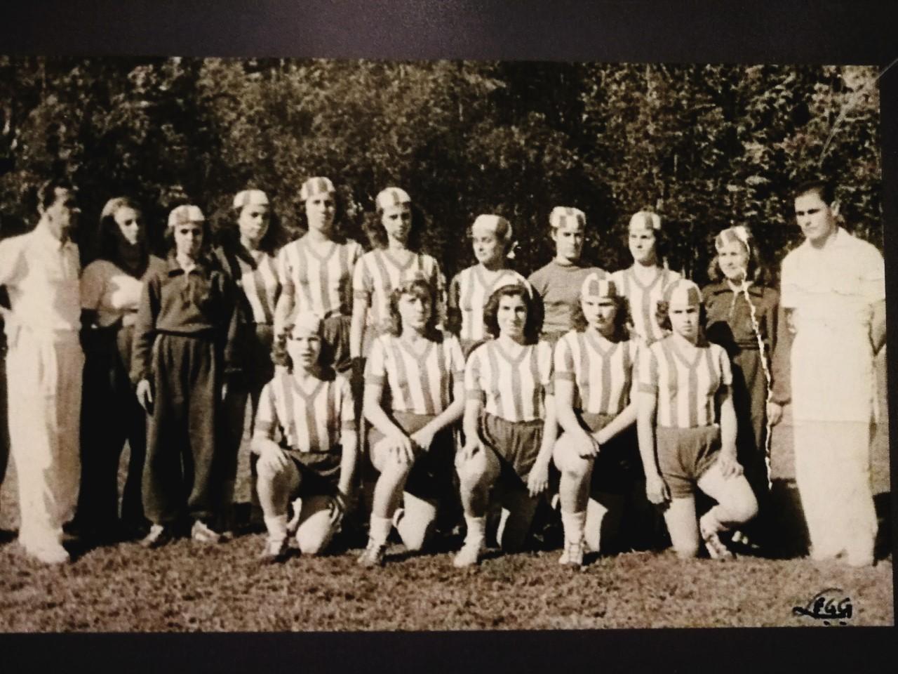 Equipo de Cassino Realengo antes de jugar contra el Sport Club Brasileiro en el partido preliminar entre São Paulo y Flamengo, 17 de mayo de 1940.