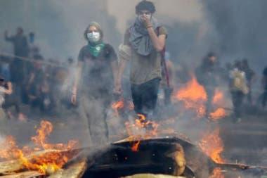 La crisis en Chile se desató después de que el gobierno anunciara el alza de los precios del pasaje de metroCrédito: Getty Images