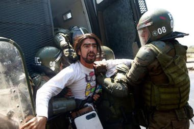 """Desde el gobierno """"no hubo más que dos respuestas: la tecnocracia y la represión""""Crédito: Getty Images"""