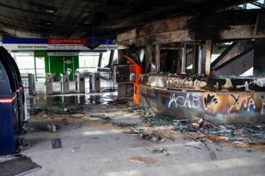 Algunas estaciones de metro quedaron muy afectadas durante las protestasCrédito: Getty Images