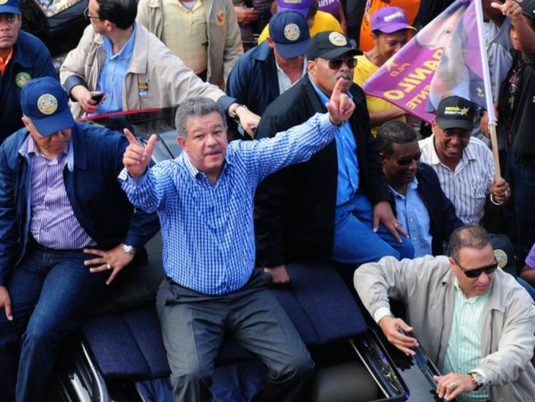 El ex presidente Leonel Fernández quiere volver al poder enfrentando a su ex partido en las elecciones presidenciales de mayo (Reuters)