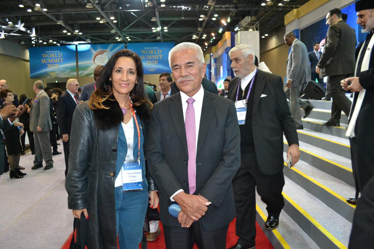 La presidenta de Acercando Naciones Sra. Patricia Pitaluga conversó con el ex presidente de la República de Kiribati Anote Tong durante la Cumbre de Paz 2020.
