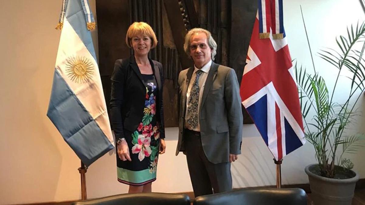 El vicecanciller Tettamanti recibió a su par de Gran Bretaña Wendy Morton en su despacho de la Cancillería