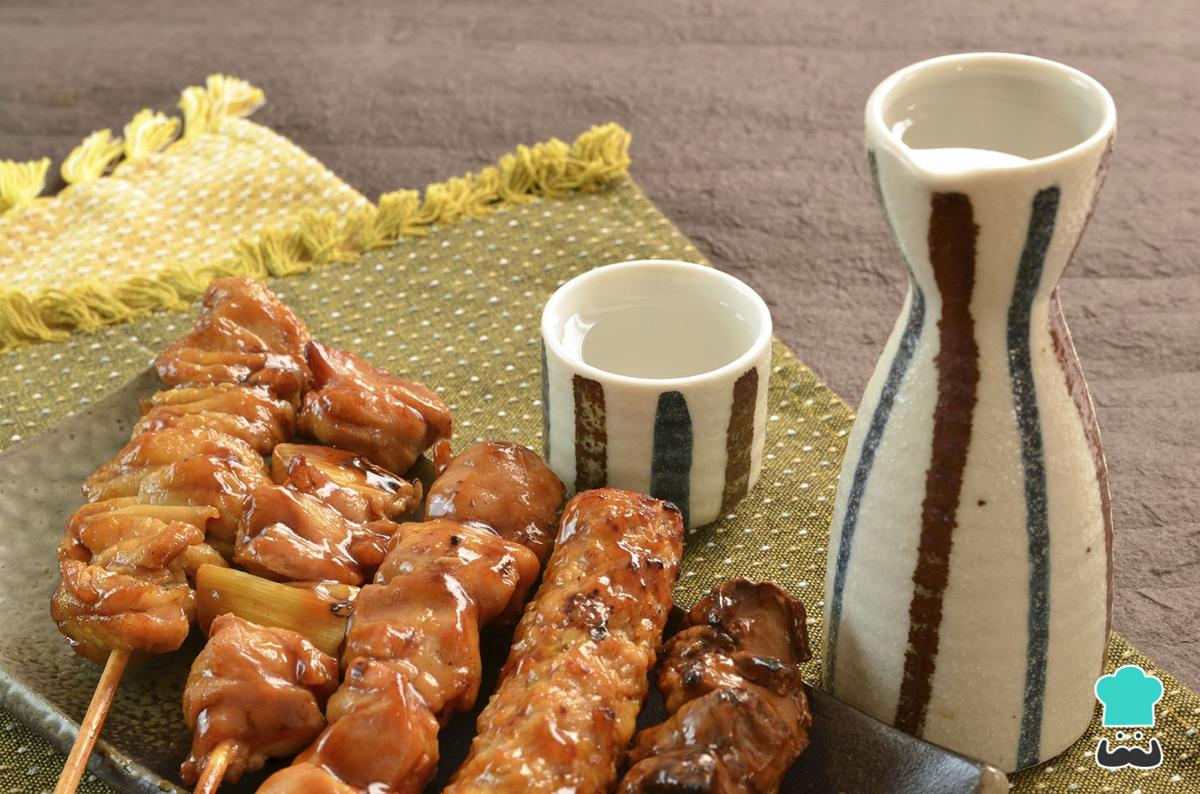 Cocina Cl'asica japonesa - yakitori de pollo