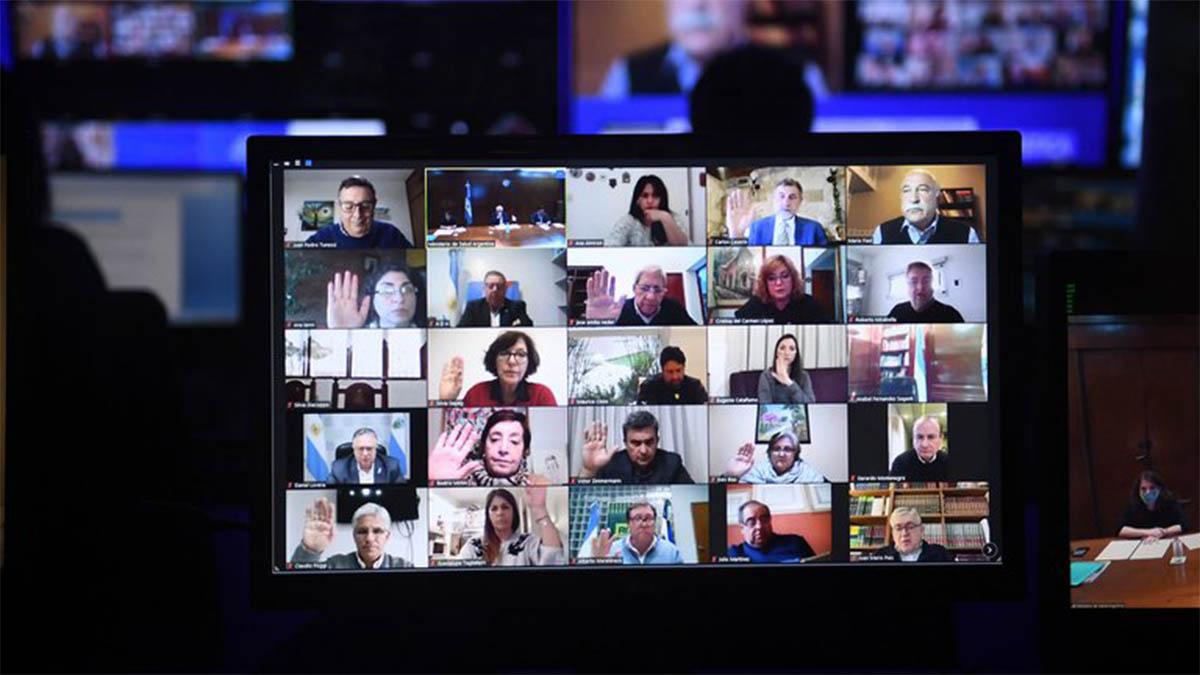 """Reunión virtual de Comisiones del Senado, gracias a avances en materia de software, telecomunicaciones y """"Economía del Conocimiento"""". Hace dos meses la ley para el sector está empantanada precisamente ahí"""