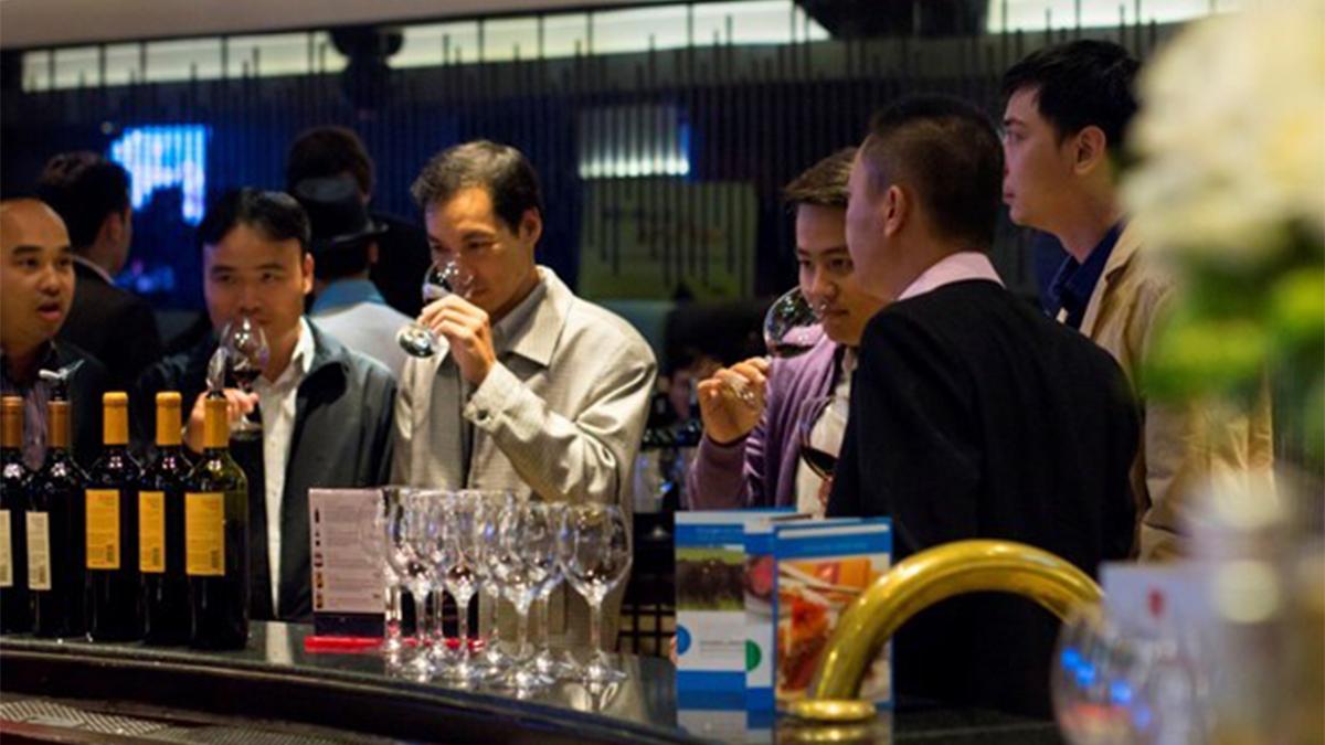Malbec en Vietnam, la Embajada Argentina presenta nuestra nave insignia en vinos