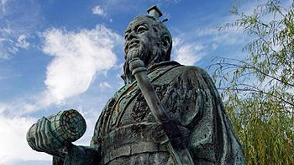 Sun Tzu (en chino simplificado: 孙子, en chino tradicional: 孫子, en pinyin: Sūnzǐ) fue un general, estratega militar y filósofo de la antigua China