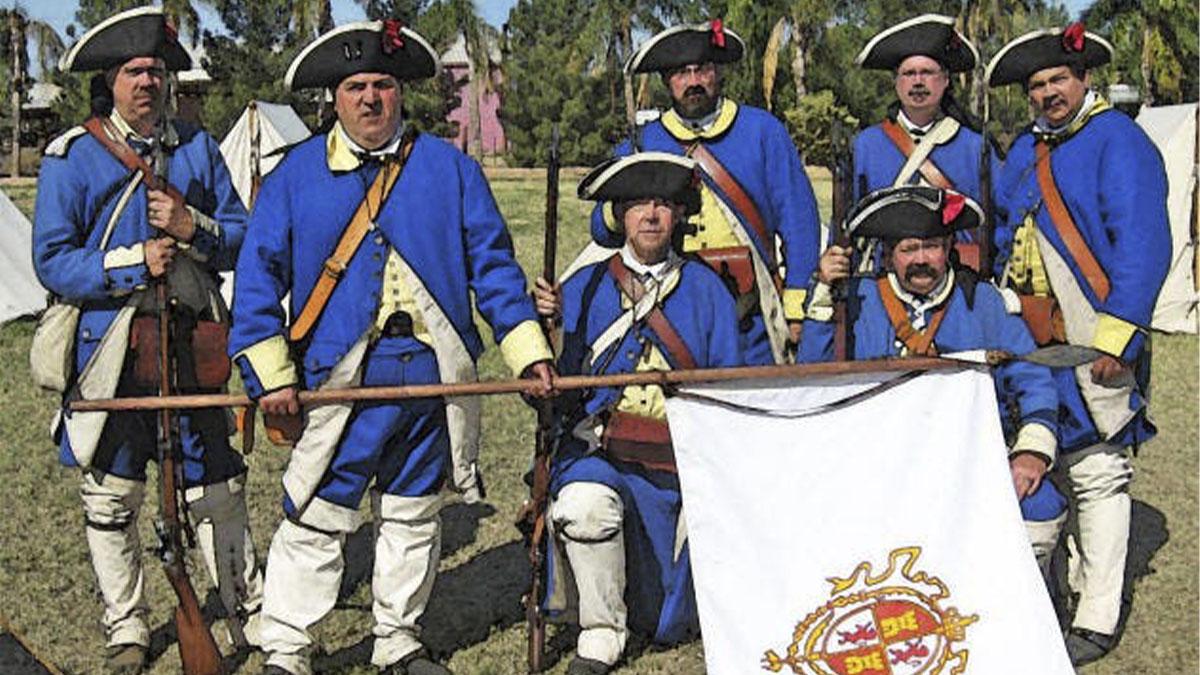 Recreación histórica de un grupo de soldados de España del Batallón de Voluntarios Catalanes de 1780 en la frontera de Texas, durante la Guerra de Independencia Americana