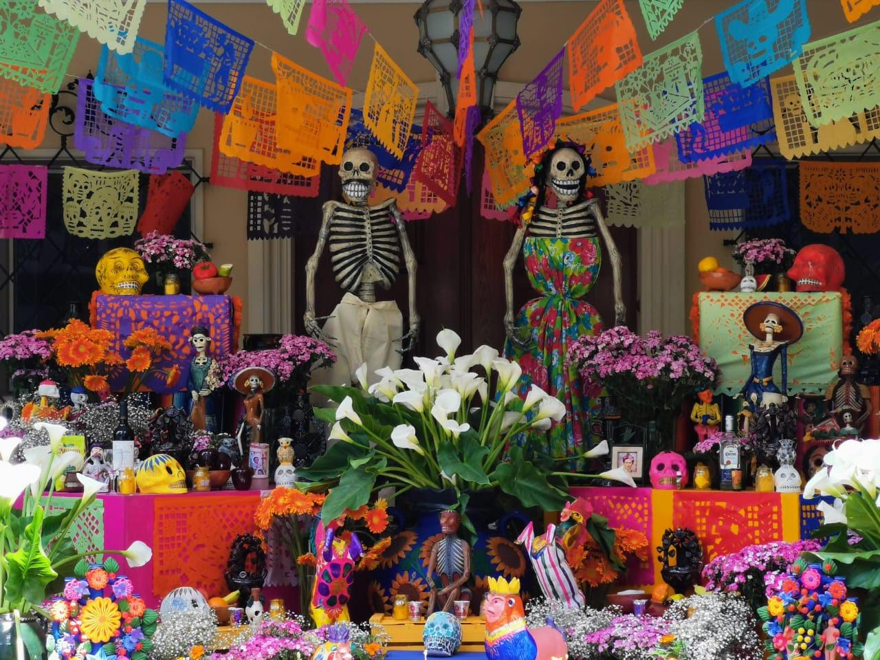 Celebra Embajada de México Día de Muertos con un mensaje de solidaridad y respeto a la memoria
