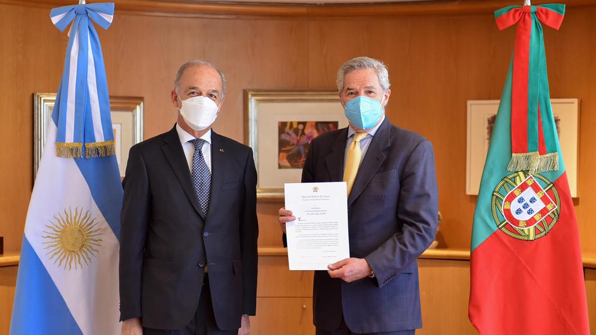 Solá recibió las copias de cartas credenciales del nuevo embajador de Portugal