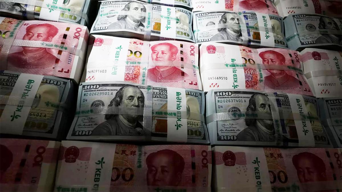 El yuan chino amenaza con 'comerse' al dólar