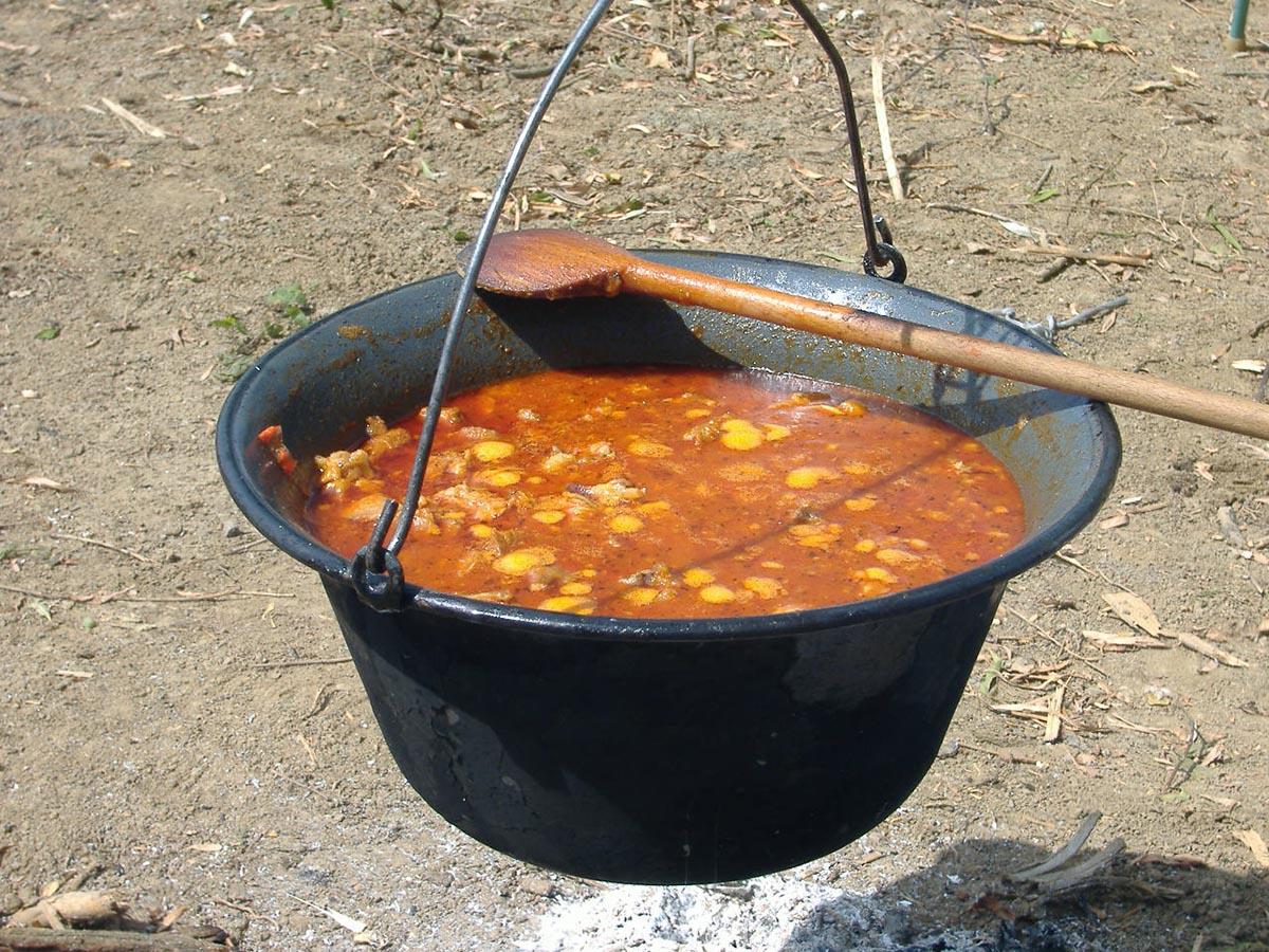 Gulash, plato reconocido de la gastronomía de Hungría