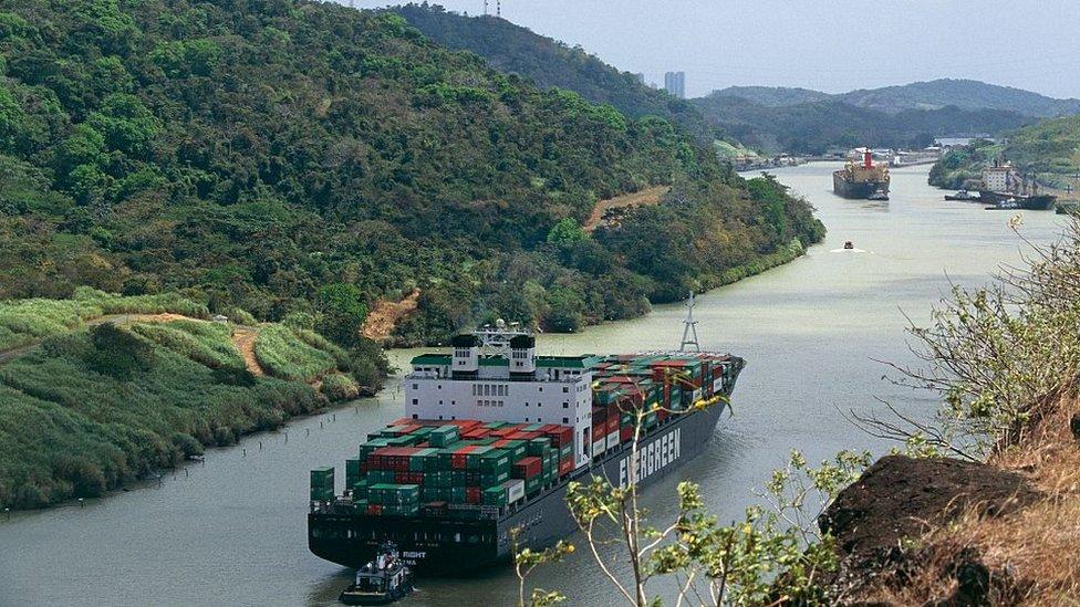 El 6% del comercio mundial transita por el canal de Panamá.