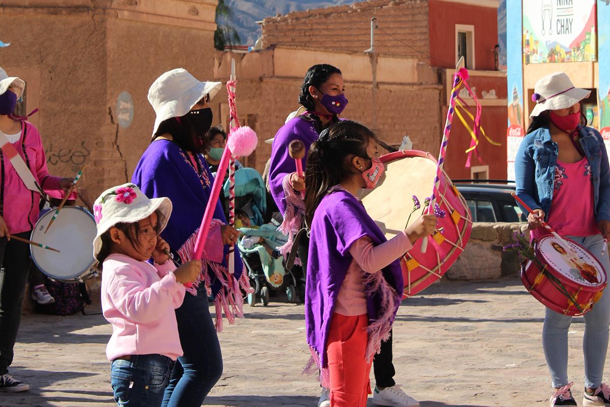 """En la banda de sikuris """"María Rosa Mística"""" hay niñas que tienen 10 años, hay mujeres jóvenes, adultas y adultas mayores como """"la abuela Rosa"""" de 82 años."""