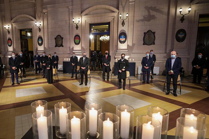 El Presidente encabezó un homenaje a los fallecidos por el Covid-19