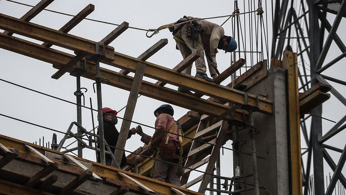 La construcción encabezó la reactivación de la economía de Argentina en el primer trimestre. - JUAN IGNACIO RONCORONI / EFE