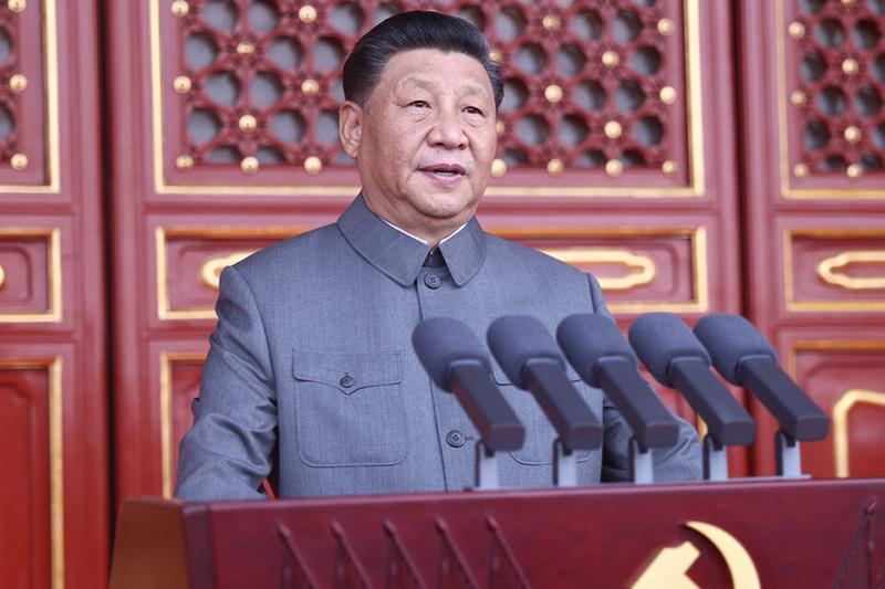 Vestido con un traje gris de Mao, el presidente Xi Jinping, dio un emotivo discurso en el centenario del Partido Comunista Chino