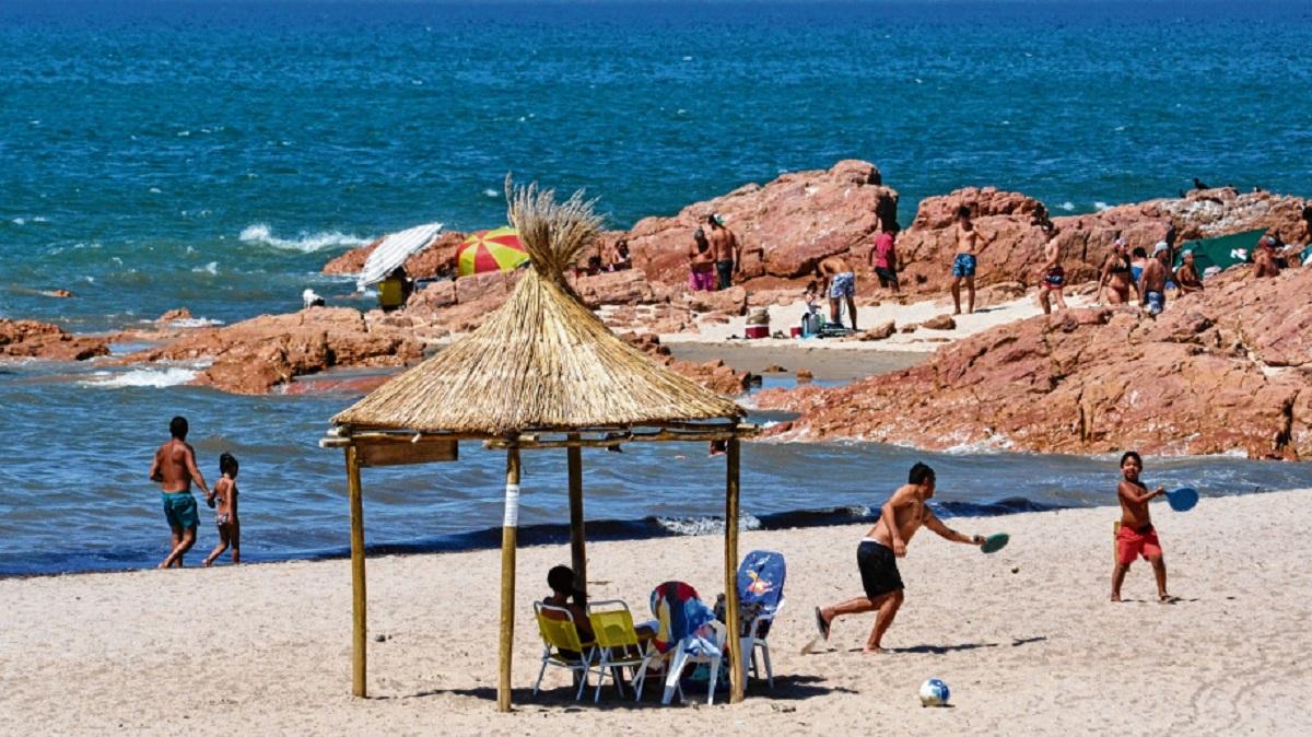 El Plan Previaje potencia la economías regionales dependientes del turismo, como Las Grutas. Foto: Martín Brunella.