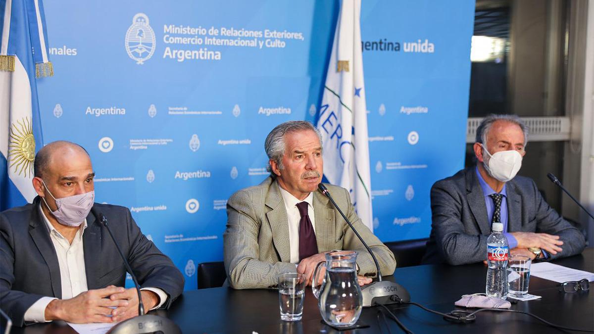 Felipe Solá con exportadores