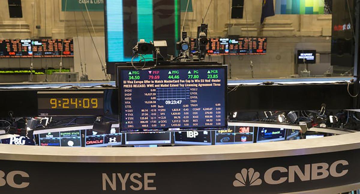 ¿Racional o emocional? Parqué de la Bolsa de Nueva York. Shutterstock