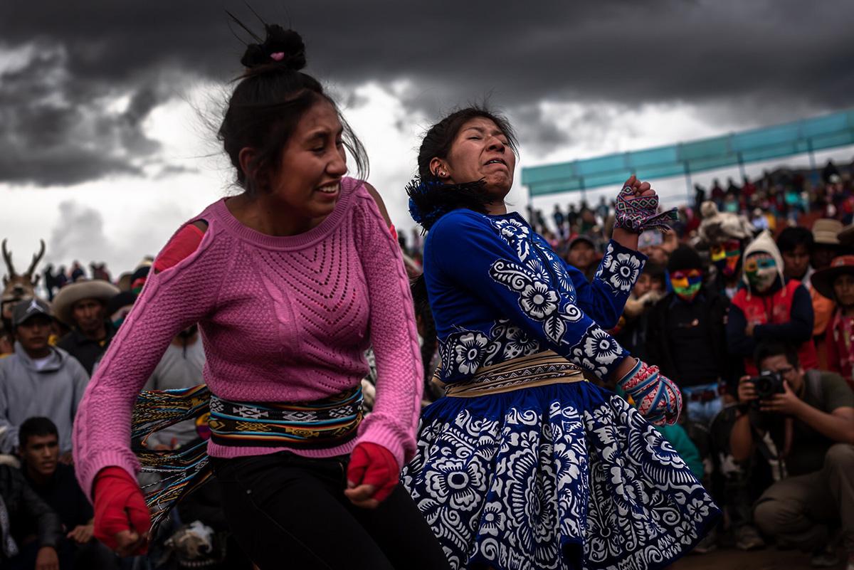 En los últimos años, han estado participando más mujeres en las luchas, a pesar de que algunos tradicionalistas lo desaprueban.