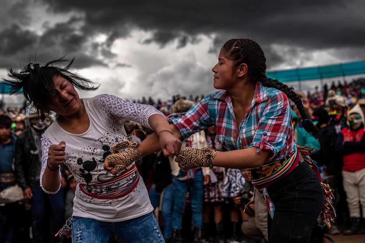 El Takanakuy —que en el quechua que se habla en los Andes de Perú significa 'golpearse mutuamente