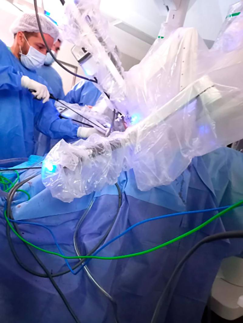 Son muchas las ventajas de una cirugía robótica: optimización de una sola anestesia, una sola internación, un solo estrés (Hospital de Clínicas)