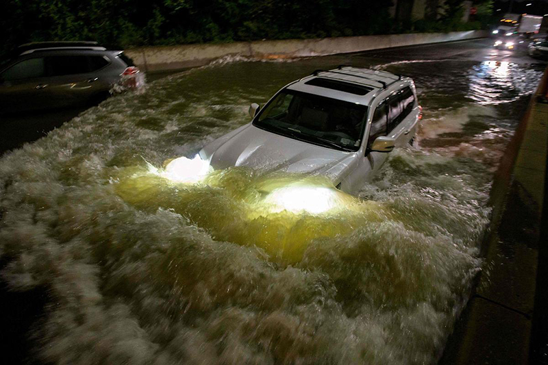 Nueva York bajo el agua tras una noche de lluvias extremas
